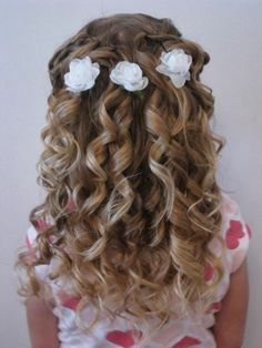 Communion hairstyles for DIY: festive hairstyles for girls - Kommunion - Girls Hairdos, Cute Little Girl Hairstyles, Flower Girl Hairstyles, Little Girl Curly Hair, Curly Girl, Communion Hairstyles, Dance Hairstyles, Easy Hairstyles, Teenage Hairstyles