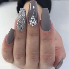Grey and glitter acrylic nail art design #nails #naildesigns