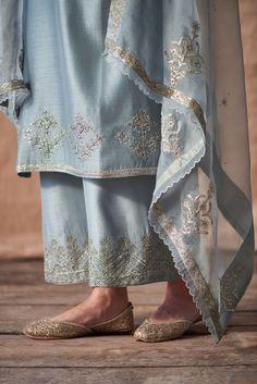 Best Trendy Outfits Part 3 Pakistani Fashion Casual, Pakistani Dresses Casual, Pakistani Dress Design, Pakistani Bridal Dresses, Indian Fashion, Indian Attire, Indian Wear, Indian Outfits, Stylish Dresses
