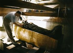 The Discovery of Tutankhamun's Tomb in 1922 In Colour photos) Rare Historical Photos, Rare Photos, Colorful Pictures, Old Pictures, Ancient Egyptian Tombs, Egyptian Art, Ancient Artifacts, King Tut Tomb, Colorized Photos