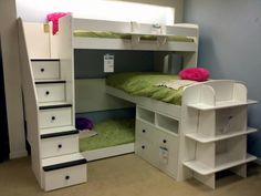 Triple bunk bed!! @Joshua Jenkins Jenkins Gonzales - I'd like the middle bed to have a rail on it too...for safety and so things don't fall off the bed onto the lower bed when they roll over.