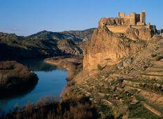 CASTLES OF SPAIN - Castillo de Cofrentes, Valencia. El lugar fue habitado por íberos y romanos. El castillo, domina las vegas de los ríos Júcar y Cabriel, que confluyen a sus pies. La fortaleza es del siglo XII, su edificación sería entre 1147 y 1172, en época islámica. La fortaleza de importancia por su emplazamiento en la ruta del Júcar, fue conquistada por los castellanos, pasó al Reino de Valencia en virtud del Tratado de Campillo (1281) entre Alfonso X y Pedro III.