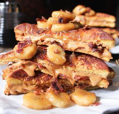 peanut-butter-and-bacon-stuffed-french-toast-with-caramelized-bananas-7