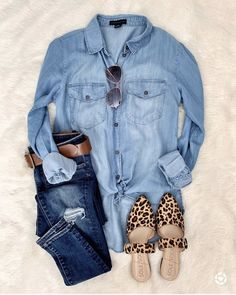 Monday Must-Haves Spring summer fashion outfits! Casual fashion cute and chic teenage outfits how to wear casual outfits ideas 2019 winter outfits Looks Camisa Jeans, Looks Jeans, Mode Outfits, Casual Outfits, Fashion Outfits, Womens Fashion, Casual Jeans, Fashion Trends, Fashion Clothes
