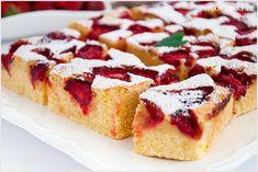 Bardzo prosty przepis na budyniowe ciasto z truskawkami. Przepyszne ciasto o lekko piaskowej konsystencji. Polish Desserts, Breakfast Menu, Sweets Cake, No Bake Cake, Nutella, Oreo, Cheesecake, Deserts, Food And Drink