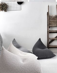 40 Comfy Bean Bag Living Room Designs For You to Use. / 40 Comfy Bean Bag Living Room Designs For You to Use. Bean bag living room design and decor ideas. Forty bean bag designs for you to get inspired now. Bean Bag Living Room, Cozy Living Rooms, Living Room Decor, Bean Bag Room, Bean Bag Nursery, Living Area, Puff Gigante, Bean Bag For Adults, Modern Bean Bags