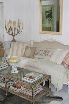 I love this couch (from Fabulous Fifi)