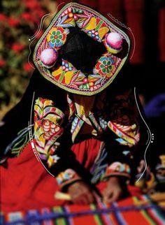 Los habitantes de la comunidad de Llachón, en el Lago Titicaca, conservan hasta nuestros días el habla quechua, fiestas y costumbres milenarias andinas.