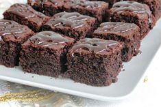 negresa-cu-ciocolata No Cook Desserts, Easy Desserts, Delicious Desserts, Dessert Recipes, Romanian Food, Sweet Pie, Cake Shop, Baked Goods, Sweet Recipes