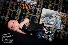 Para matar a curiosidade de alguns! Vovó e vovô principalmente.  Clarissa agora virou Haleyra.   Foto: Leandro Marino  Produção: Tatiana Marino   #leandromarinofotografia #bestoftheday #picoftheday #photooftheday #fotododia #colors #harleydavidson #hd #motorcycle #motocicleta #motos #motorcyclelover #motorcyclesofinstagram #motorcyclelove #harleysofinstagram #harleys #bikers #bikersofinstagram #bikes #newborn #newbornbaby #newbornphotography #newbornbrasil #newbornsession #ensaionewbornrj…