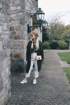 My latest look is one of the range: this season needs colorful coats! I'm pretty much into khaki outfits and am deeply in love with this autumn look: http://jillepille.com/farbige-maentel-braucht-die-saison/