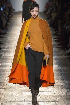 http://www.vogue.com/fashion-shows/fall-2017-ready-to-wear/bottega-veneta/slideshow/collection