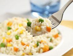 Aprenderemos a hacer un delicioso arroz blanco, y si siguen la receta al pie de la letra, no se les batirá ni se les pegará.