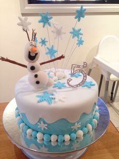 Disney frozen cake ❄️ elsa doll instead of olaf Bolo Frozen, Torte Frozen, Frozen Theme Cake, Disney Frozen Cake, Frozen Birthday Cake, Themed Birthday Cakes, Disney Cakes, Themed Cakes, Bolo Elsa