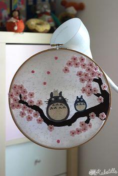 Embroidery Stitches Design Maillalenvers: Des Totoro et des sakuras Hand Embroidery Patterns, Diy Embroidery, Cross Stitch Embroidery, Sewing Art, Sewing Crafts, Geek Mode, Diy Broderie, Anime Crafts, Felt Crafts
