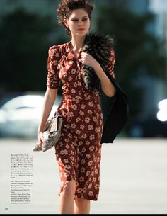 EDITORIAL: Catherine McNeil in Vogue Japan April 2013 by Hans Feurer Fur In The Sun Australian beauty Catherine McNeil hit the streets in showing off a variety range of looks detailed with fur. Heathermary Jackson styles with labels such as Bottega Ven Catherine Mcneil, Image Fashion, Look Fashion, Womens Fashion, Vogue Japan, Looks Vintage, Vintage Waves Hair, Mode Pin Up, Vintage Dresses