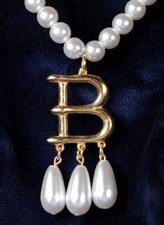 """Anne Boleyn's """"B"""" necklace"""