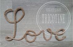 """Mot """" Love """" en tricotin fait main en couleur champagne pailleté. #tricotin #tricotinaddict #phildar #laine #instatricotin #vanessatricotine #diy #faitmain #handmade #loisirscreatifs #loisircreatif #decoration #deco #motenlaine #motentricotin"""