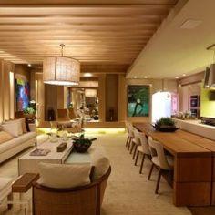 O Home Gourmet é obra de Adriana Consulin e Izilda Moraes e alia design à funcionalidade. E, além de cozinha traz ainda uma sala de visitas integrada.