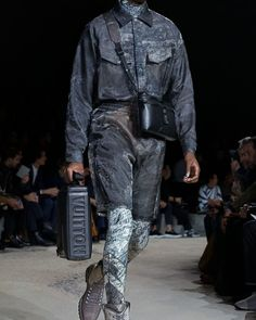 A look from the Louis Vuitton Fall-Winter 2018 // Fashion Show, Mens Fashion, Fashion Outfits, Fashion Design, Fashion Trends, Fasion, Winter 2018 Fashion, Mens Fall, Winter Trends