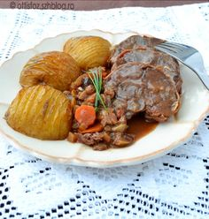 Vaddisznócomb édeskés-savanykás mártással sündisznó burgonyával Sous Vide, Pot Roast, Cooking, Ethnic Recipes, Food, Carne Asada, Kitchen, Roast Beef, Essen