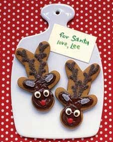 These Gingerbread Reindeer are super cute and easy to make! #Rudolph #Recipe