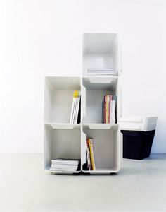 BIGBIN is a multi-purpose storage system consisting of stackable containers. Suitable as storage boxes for files, toys, laundry, recycling products...