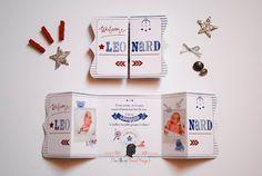 Faire-part de naissance sur-mesure vintage converse rayures jouets rétro couleurs bleu marine, bleu ciel et rouge www.lafilleaunoeudrouge.fr