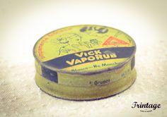 """Vick Vaporub. Indicação para Catarro Nasal, """"para aliviar a tosse e outros sintomas do resfriado comum""""."""