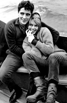 brigitte bardot, love her boots and scarf!