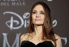 Angelina Jolie Angelina Jolie, Lara Croft, Brad Pitt, Real People, Hollywood Actresses, Mistress, Gossip, Beautiful Women, Poses