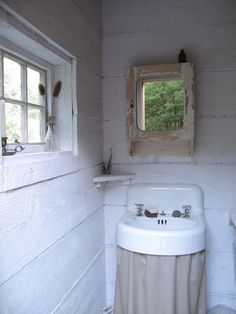 I don't know why but I just love this rustic bathroom.