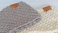 I made a very nice turtleneck scarf with a super nice stitch :) This scarf . Crochet Poncho, Crochet Scarves, Crochet Clothes, Crochet Stitches, Crochet Patterns, Crochet World, Crochet Home, Love Crochet, Diy Crochet
