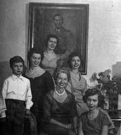 Princess Sibylla of Sweden with her four daughters and a current King Carl Gustaf. King Queen Princess, Prince And Princess, Kingdom Of Sweden, Queen Of Sweden, Alexandra Feodorovna, Swedish Royalty, Young Prince, Royal Court, Victoria