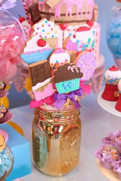 How about making children's holiday focusing on tasty treats? The theme is Candy Shop that allows to play with all kinds of goodies! Candy Theme Birthday Party, Candy Land Theme, Candy Party, 3rd Birthday Parties, Carnival Birthday, Ice Cream Theme, Ice Cream Party, Anniversaire Candy Land, Donut Party