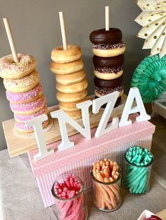 Candy Bar Best Picture For dulce de leche Cake recipes For Your Taste You are looking for so Candy Bar Party, Birthday Candy Bar, Baby Candy, Donut Decorations, Donut Bar, Butter Toffee, Wedding Candy, Partys, Candy Buffet