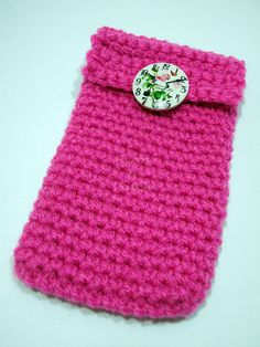 Cover Iphone crocheted with a plastic button  Copri di PyrosePatch