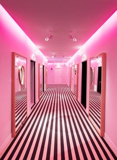 Pink and striped hallway display at Maison & Objet. Pink Lila, Pastel Pink, Murs Roses, Fuchsia, Pink Houses, Pink Room, Everything Pink, Pink Walls, Neon Lighting