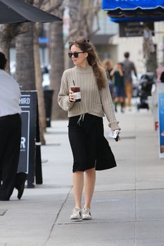 Celebrity Outfit 205 Elegant the Cutest Women On Earth Love Her Outfit Dakota Johnson Dakota Style, Dakota Johnson Style, Dakota Mayi Johnson, Cowgirl Style Outfits, Casual Outfits, Celebrity Outfits, Celebrity Style, Daily Look, Cute Woman