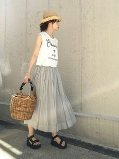 ari☆│journal standard L'essage Skirt Looks - WEAR Japan Fashion, Daily Fashion, Love Fashion, Womens Fashion, Skirt Outfits, Chic Outfits, Fashion Outfits, Saturday Outfit, Black And White Summer Dresses
