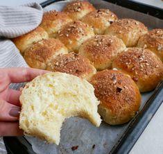 Æblebolle smurt med smør Baking Recipes, Cake Recipes, Snack Recipes, Snacks, Danish Food, Food Crush, Dessert Drinks, Easy Food To Make, Vegan Baking
