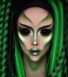 Alien Makeup / Kostüm - Diy Make up Ideen - Makeup Alien Halloween Makeup, Halloween Inspo, Halloween Makeup Looks, Alien Makeup Ideas, Halloween 2019, Makeup Palette, Eyeshadow Palette, Palette Art, Maquillage Horrible
