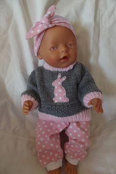 Oblečky pro panenky - zajíček v své jamce