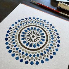 Mandala Painting Simple Pattern Ideas - Mandala Art - Collection of some simple easy mandala doodle geometric pattern ideas DIY - Mandala Doodle, Mandala Art Lesson, Mandala Artwork, Mandala Painting, Mandala Drawing, Islamic Art Pattern, Mandala Pattern, Pattern Art, Pattern Ideas
