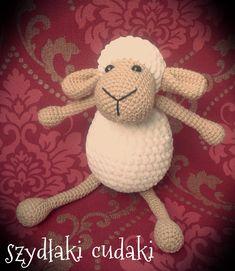 Owca z 2 wloczek, free patern crochet Crochet Toys Patterns, Stuffed Toys Patterns, Crochet Hats, Detective Party, Crochet Doll Tutorial, Birthday Games, Bear Doll, Amigurumi Toys, Crochet Animals