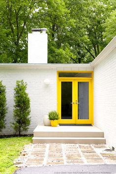 put yellow pots outside the chill room as you enter: 26 Bold Front Door Ideas In Bright Colors Home Interior Design, Interior Architecture, Interior And Exterior, Yellow Front Doors, Glass Front Door, House Entrance, Outdoor Living, Outdoor Decor, House Painting