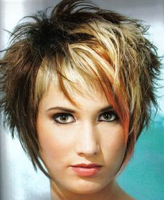 Hair Beauty - Crédits photos : www. Funky Short Hair, Short Hair With Layers, Short Hair Cuts For Women, Layered Hair, Short Hair Styles, Short Stacked Hair, Razor Cut Hair, Choppy Hair, Haircuts For Fine Hair