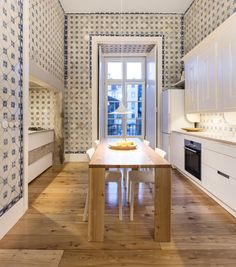 Renovarea Apartamentului Nana, Lisabona by RAR Studio, Portugal    #apartmentdesign #apartmentreno #Portuguesetile #kitchentile #renovation #kitchen #bathroom #marblebathroom