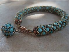 Ildikó kincsesládikája--I think that means this is an AWESOME bracelettubular netted bracelet hlooks like tubular nettingLove the turquoise - the fob might be a little heavy, although it's beautiful.Sikhara crystal bracelet and beaded bead pendant Netted Bracelet, Beaded Bracelets Tutorial, Seed Bead Bracelets, Seed Bead Jewelry, Bead Jewellery, Crystal Bracelets, Pearl Bracelet, Beaded Jewelry, Jewelry Bracelets