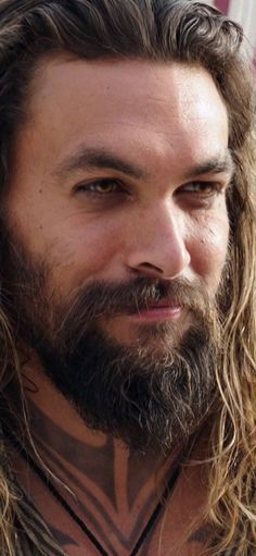 Jason Momoa Aquaman, Aquaman Actor, Lisa Bonet, Man Bun Styles, Beard Styles, Lenny Kravitz, Hollywood Actor, Bearded Men, Big Hair